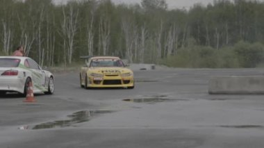 Red racing car on the parking — Stock Video