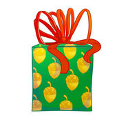 Green cylinder gift box with red bow. — Stock Photo
