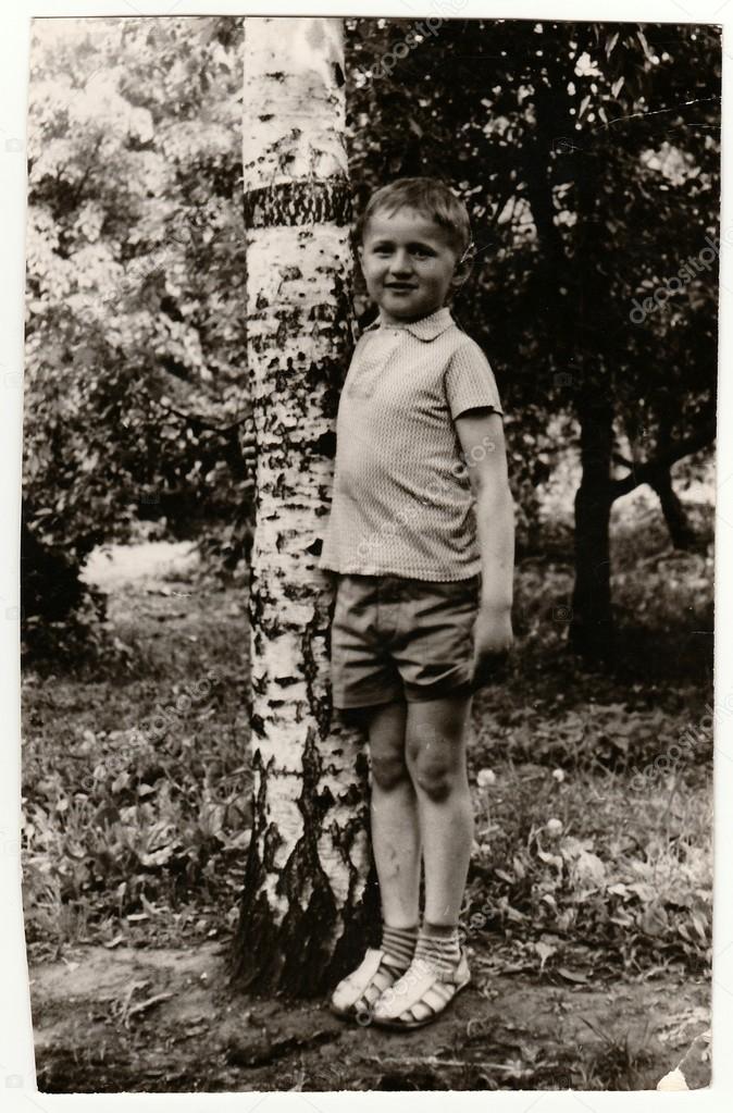 Vintage foto van een jonge jongen ongeveer 13 jaar oud in de natuur stockfoto romannerud - Jaar oude kamer van de jongen ...