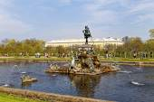 Peterhof. Fountain Neptune. — Stock Photo