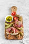 Toast with ham, olives and cherry tomatoes in olive Board — Stock Photo