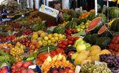 Vendor sells vegetables at the market in Sofia, Bulgaria Jun 16, 2008 — Stock Photo