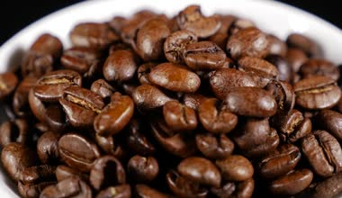 Coffee beans turning — Stock Video