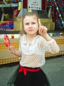 Girl in amusement park — Stock Photo