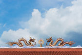 Twin dragon on red roof with clear sky — Stock Photo