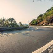Winding highway road — Stock Photo