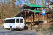 The bus-stop on Kaliningradsky Avenue in the city of Svetlogorsk — Stock Photo