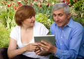 Parents are learning new technologies — Stock Photo