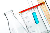 Scientific research glassware pipette drop, reflective white bac — Stock Photo