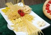 Spaghetti and macaroni — Stock Photo