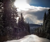 High mountain road with snow — Stock Photo
