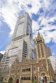 Historic and modern buildings in Collins Street in Melbourne, Australia — Stock Photo