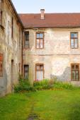 Backyard And Aged Facade In Pljevlja, Montenegro — Stock Photo