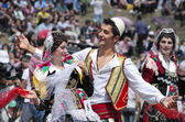 Young couple in albanian costume performs a courtship dance in Lepushe, commune of Kelmend — Stock Photo
