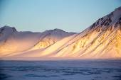 Arctic winter in south Spitsbergen — Stock Photo