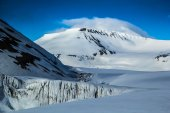 Arctic spring in south Spitsbergen. — Stock Photo