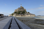 The handles leading to Mont St Michel — Stock Photo
