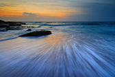 Seascape sunrise flowing waves — Stock Photo