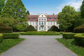 Castle in oliwski park — Stock Photo