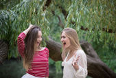Happy teenagers friends laughing in a park — Stock Photo