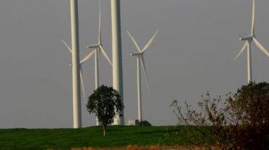 Wind Turbine — Vídeo de stock