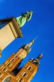 St. Marys church and statue Mickiewicz, Krakow — Stock Photo