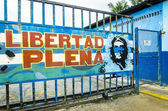 Graffiti promising prosperity on one of the Cuban streets — Stock Photo