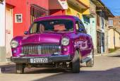 American car on streets of Cuban  town — Stock Photo