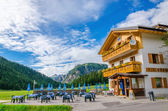 Shelter with exterior restaurant in Misurina — Stock Photo