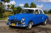 Mavi klasik Amerikan otomobil — Stok fotoğraf