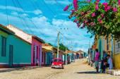 American car  on the street of Trinidad — Stock Photo