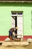 Cuban worker on street — Stock Photo