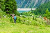 Young woman on a mountain trail, Austria — Стоковое фото