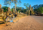Classic bicycle in front of Angkor Wat, Cambodia — Stock Photo