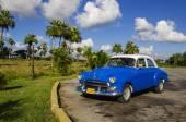 Classic American blue car in Havana, Cuba — Stock Photo