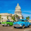Classic American cars and Capitol in Havana — Стоковое фото #74277239
