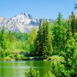 Beautiful mountain lake, Strbske Pleso High Tatras — Stock Photo #77650912