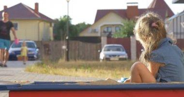 A little girl in sandbox — Stock Video