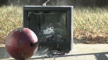 Television set destroyed of wrecking ball — Stock Video