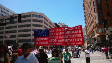 Hundreds of people at Immigration Rally — Stock Video