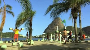 Brazilians Exercising Outdoors at Sugarloaf Mountain — Stock Video