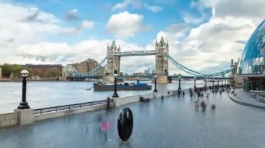 Time Lapse of Tower Bridge, black egg shaped sculpture on the South Bank and City Hall, The Scoop, London, UK — Stock Video