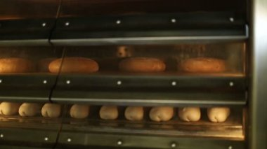 Baking bread in the owen at bakery — Stock Video