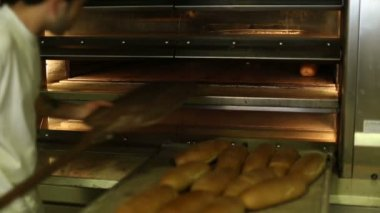 Baked bread out of the oven in a bakery 5 — Stock Video