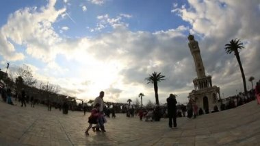 Time lapse clock tower, beautiful clouds and crowded pedestrian at city square — Αρχείο Βίντεο