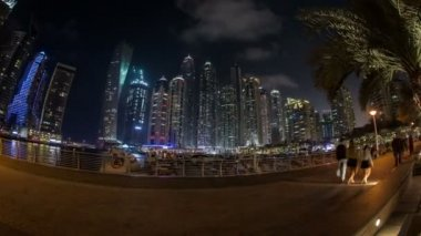 Pedestrian walking around famous place Dubai Marina — Stock Video