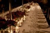 Elegantní svíčkách večeře nastavení na recepci — Stock fotografie