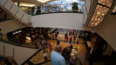 Mall of the Emirates in Dubai United Arab Emirates — Stock Video