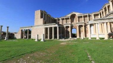 Ruins building Gymnasium pan shoot — Stockvideo