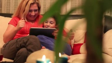 Mother and son using digital tablet — Stockvideo